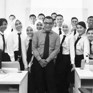 Ivan Kecamatan Palmerah Senior Broadcaster Dan 13 Tahun Mengajar Public Speaking Di John Robert Powers Indonesia