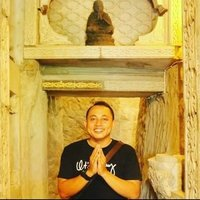 A balinese person who is willing to teach you Bahasa Indonesia/ Indonesia Language