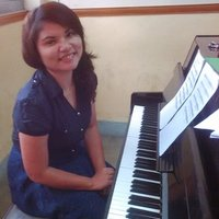 Experienced piano teacher offers a funtastic online piano lesson online and offline