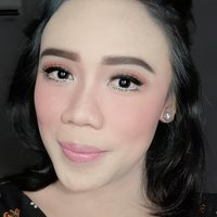 Freelance Make Up Artist menawarkan jasa private / semi private make up wedding & party